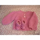 LAYETTE: BRASSIERE  ET CHAUSSONS ROSES