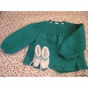 BRASSIERE TURQUOISE ET CHAUSSONS BLANCS A RAYURES